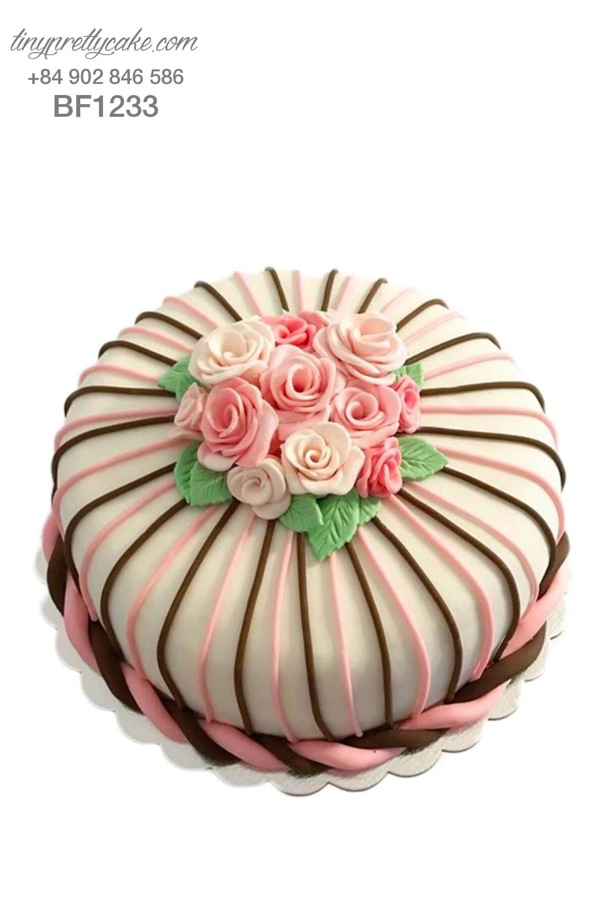 bánh gato hoa hồng dành cho phụ nữ