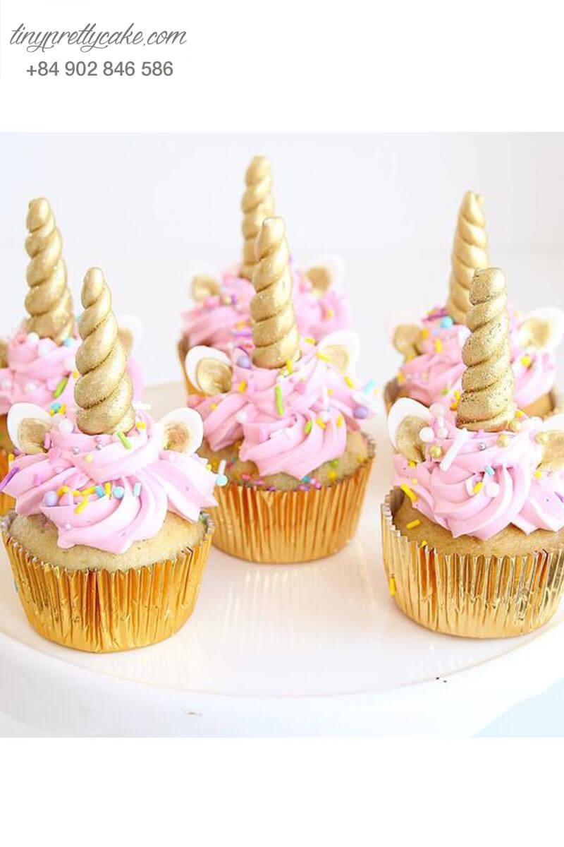 Bánh Cupcake hình Unicorn sừng vàng mừng sinh nhật cho bé gái