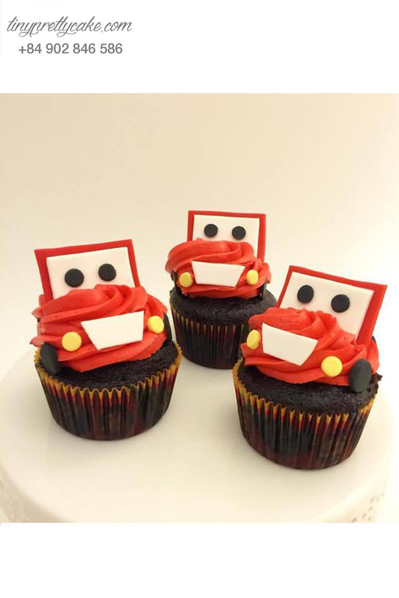 Bánh Cupcake hình xe ô tô đỏ cực đẹp dành tặng sinh nhật các bé