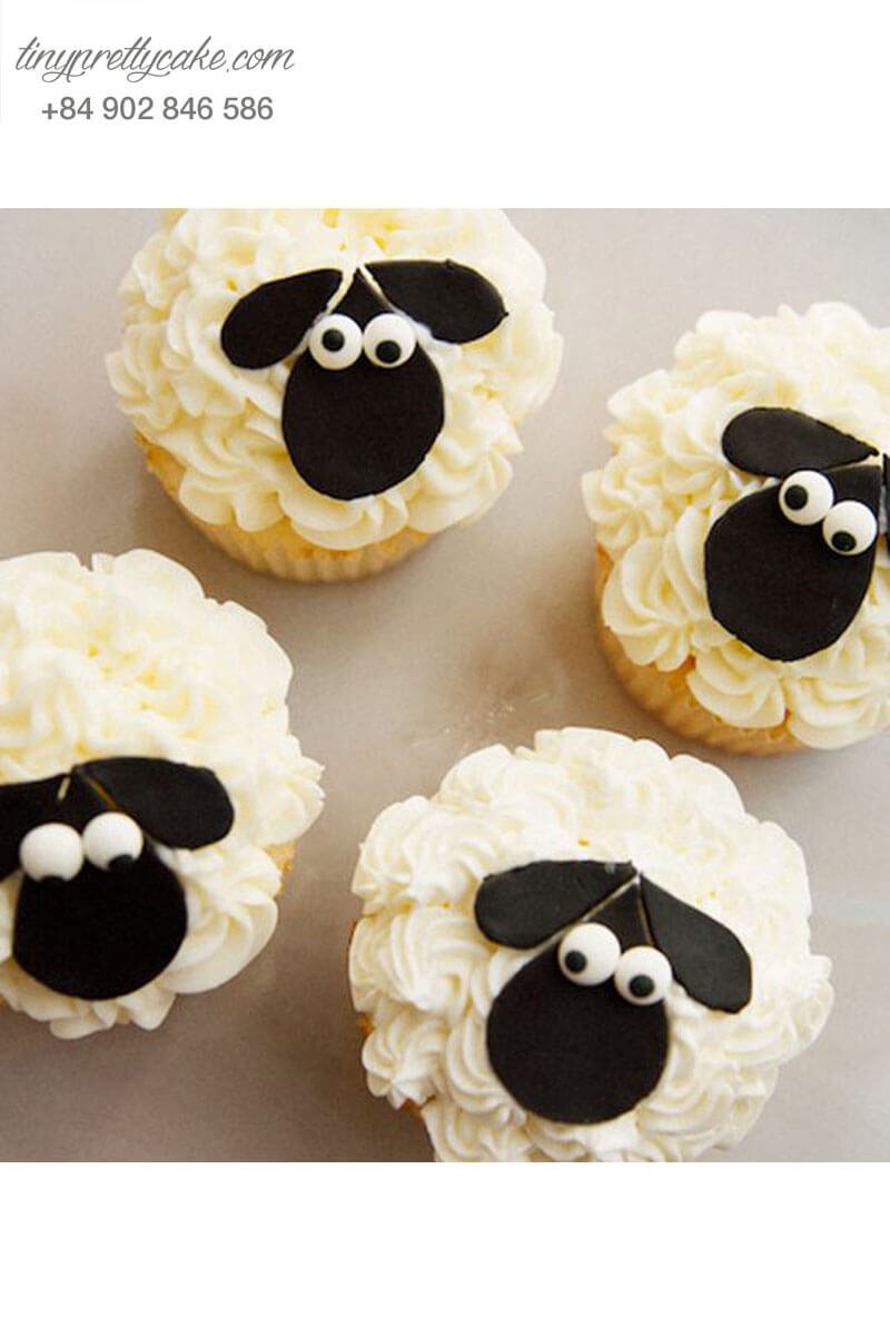 Bánh Cupcake tạo hình chú cừu đáng yêu mừng sinh nhật các bé