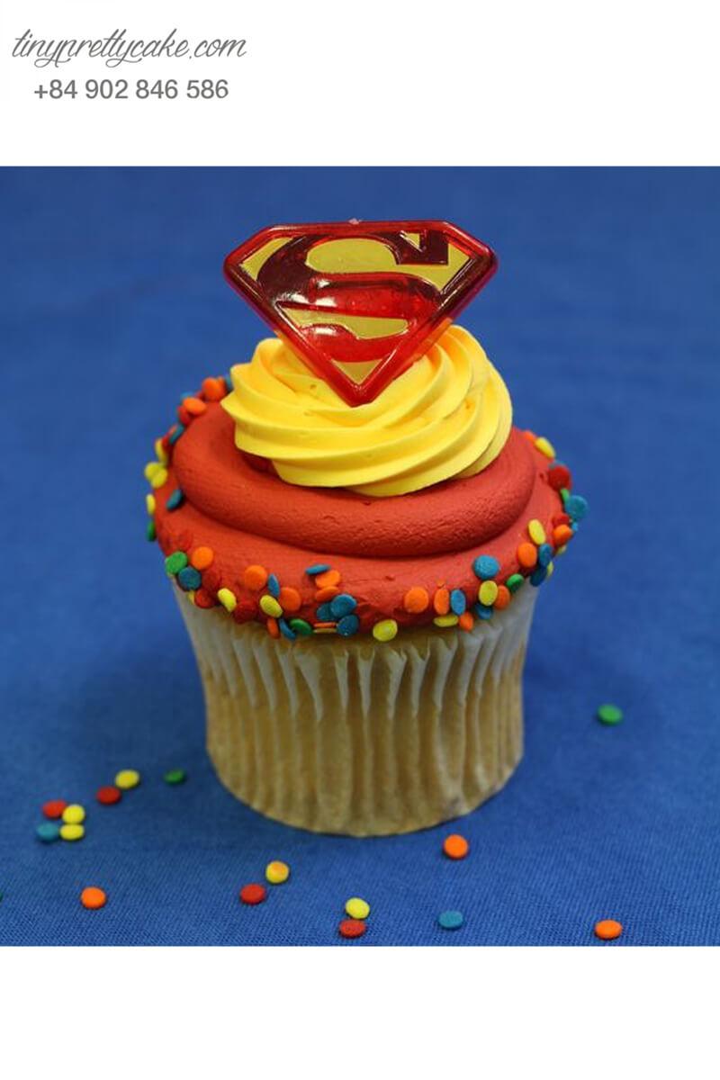 Bánh Cupcake logo hình superman đẹp mắt dành tặng sinh nhật các bé