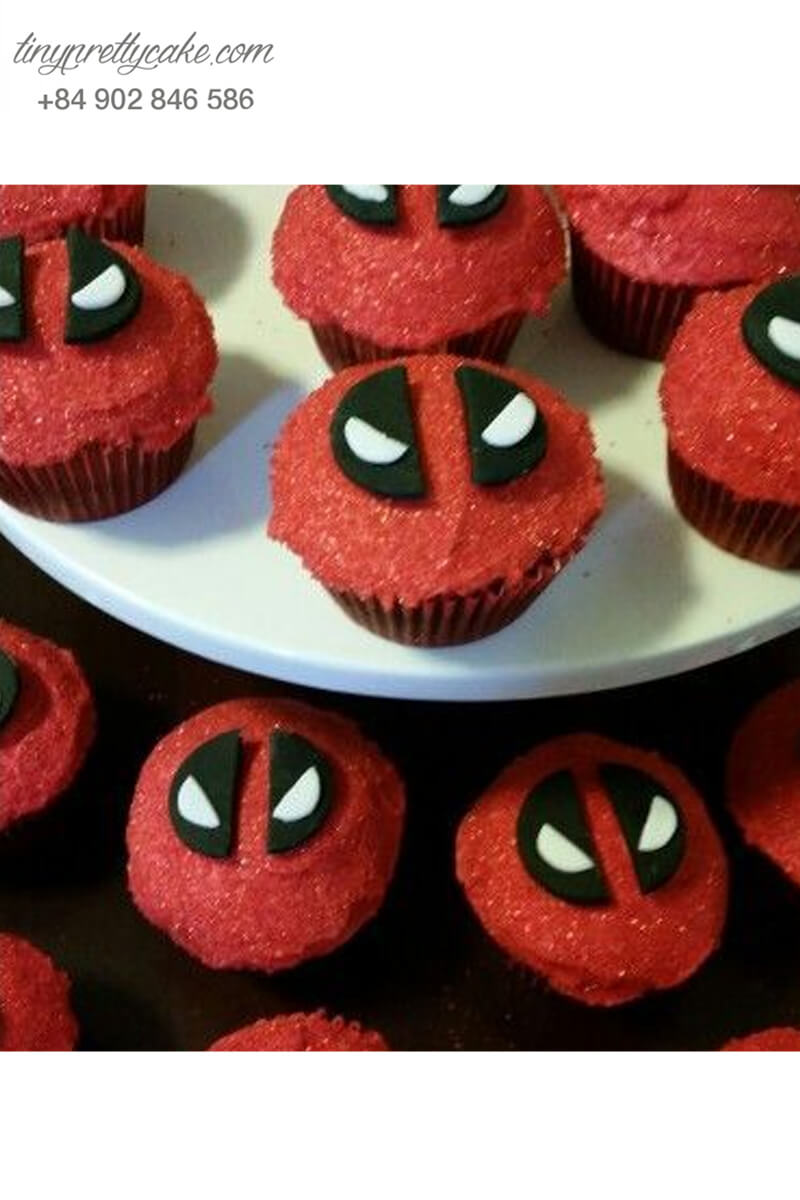 Bánh cupcake mặt nạ deadpool mừng sinh nhật các bé
