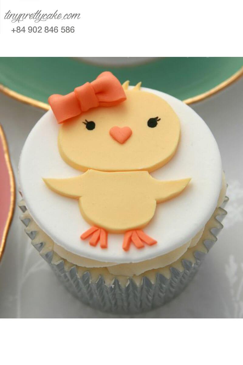 Bánh Cupcake hình chú gà con mang nơ thật xinh xắn mừng sinh nhật các bé