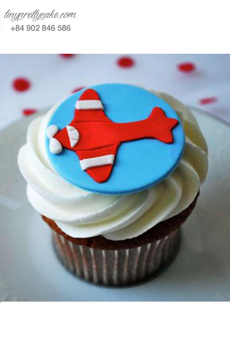 Bánh Cupcake hình máy bay vượt ngàn tầng mây mừng sinh nhật các bé