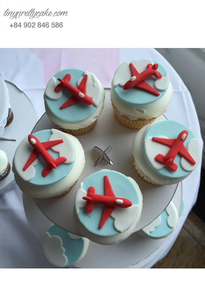 Bánh Cupcake hình máy bay nhẹ nhàng mừng sinh nhật các bé