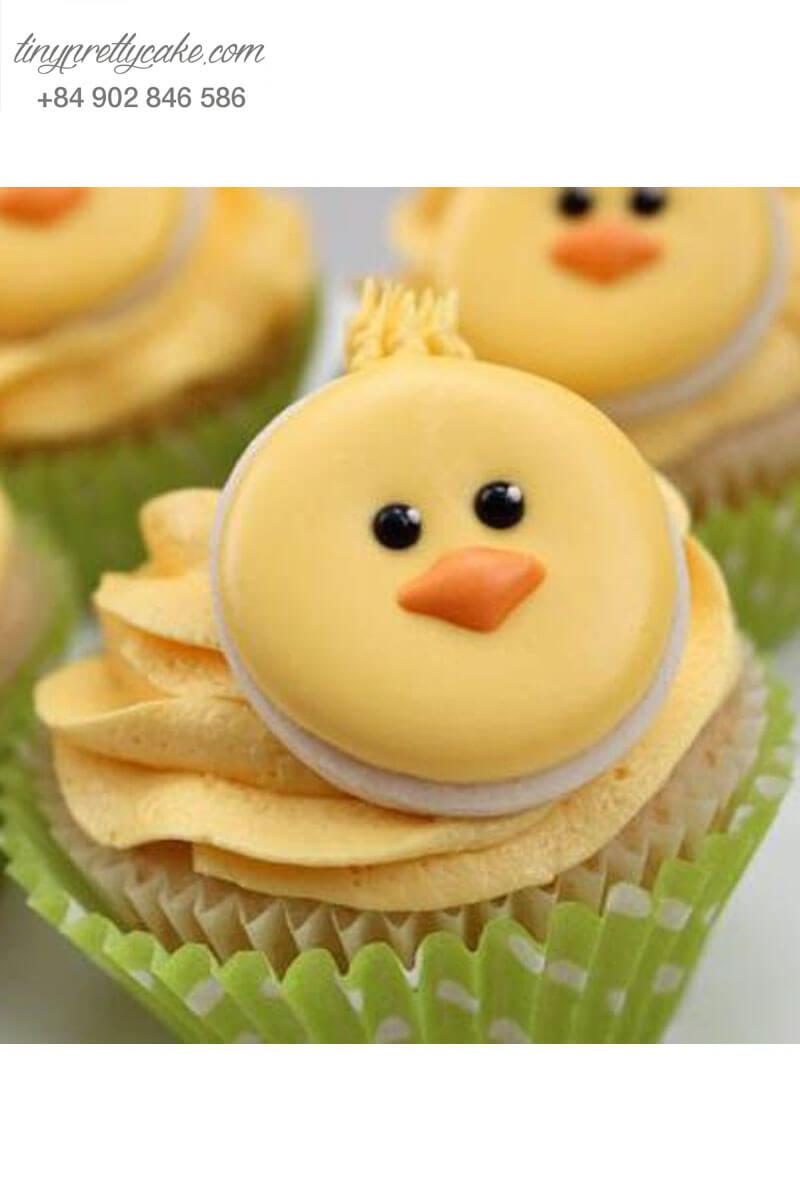 """Bánh Cupcake hình gà con """"ngơ ngác"""" mừng sinh nhật tặng bé ngoan"""