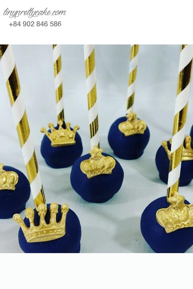 Set 8 bánh cakepop tạo hình vương miện ánh vàng cho các hoàng tử nhí nhân dịp sinh nhật