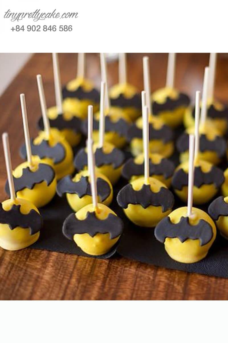 cake pop hình biểu tượng Batman