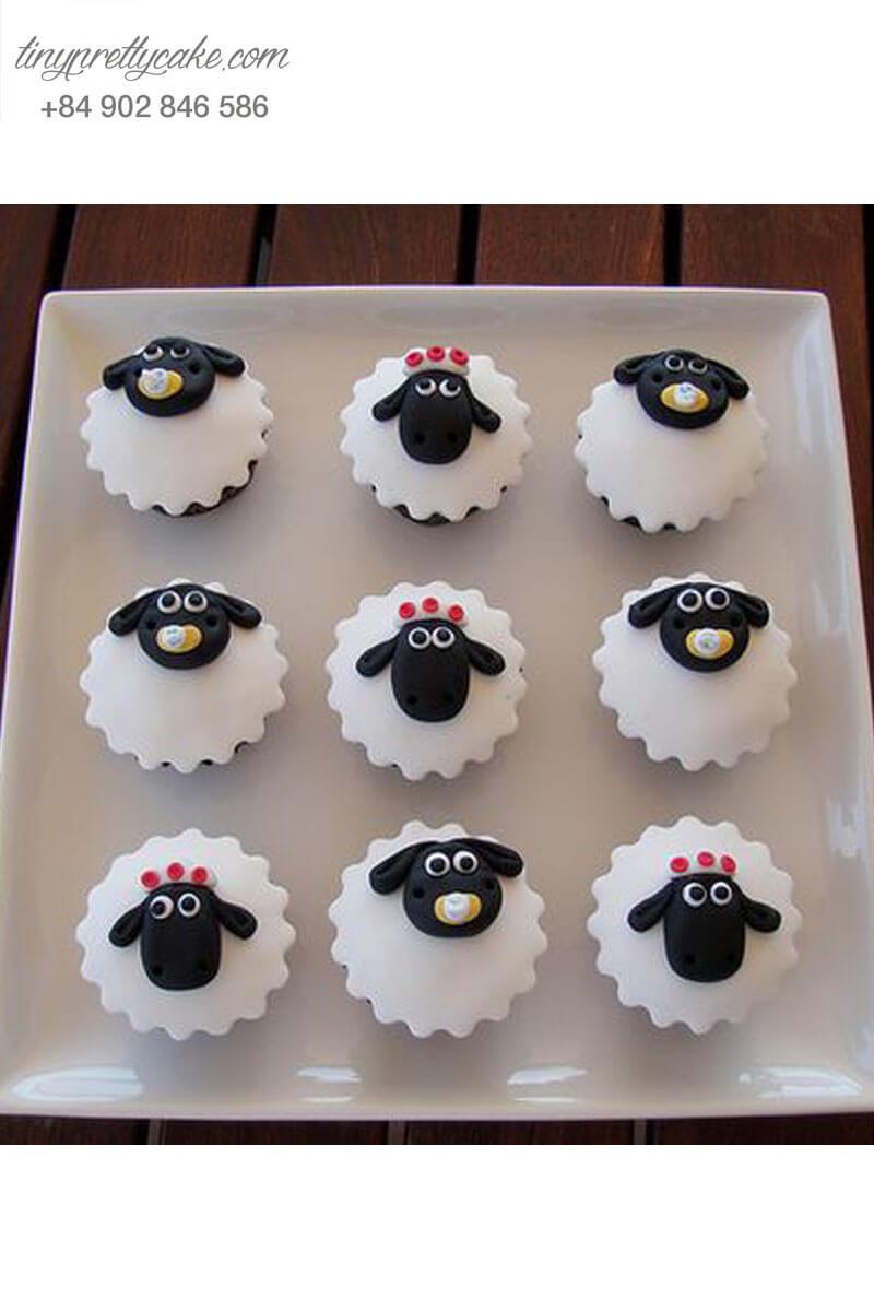 """Set 9 cupcake hình cừu với biểu cảm """"ngại ngùng"""" mừng sinh nhật các bé"""