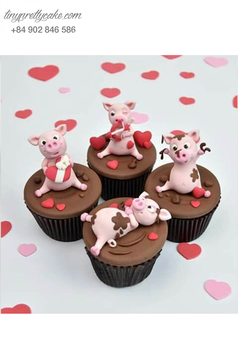 Set 4 Cupcake hình những chú heo đang vui đùa mừng sinh nhật, đầy tháng các bé