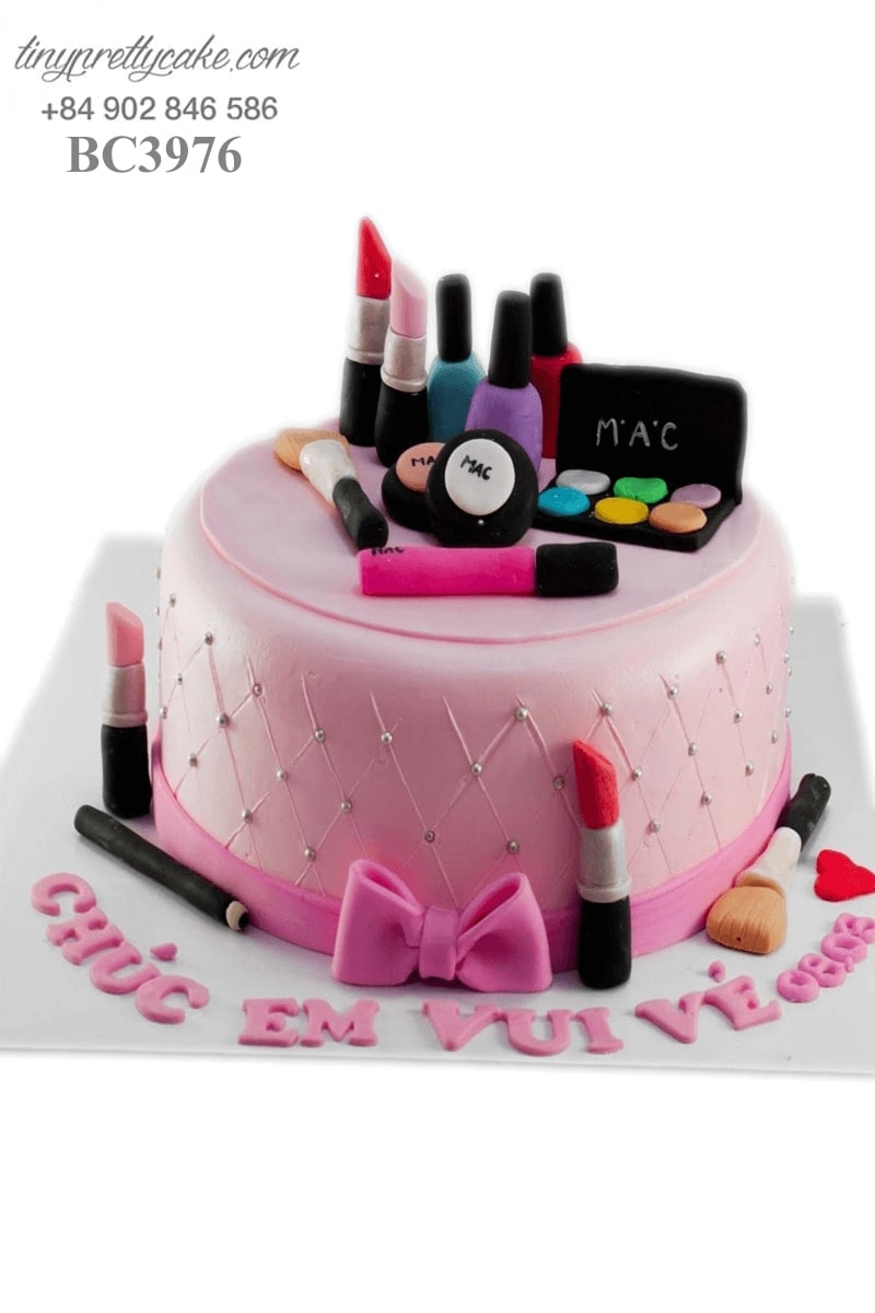bánh gato sinh nhật son môi