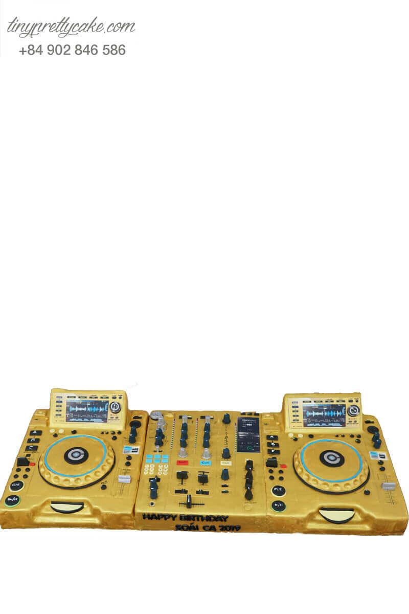 bánh kem tạo hình bàn DJ
