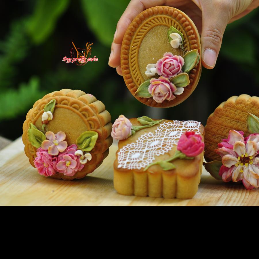 Bánh trung thu hiện đại hoa nổi