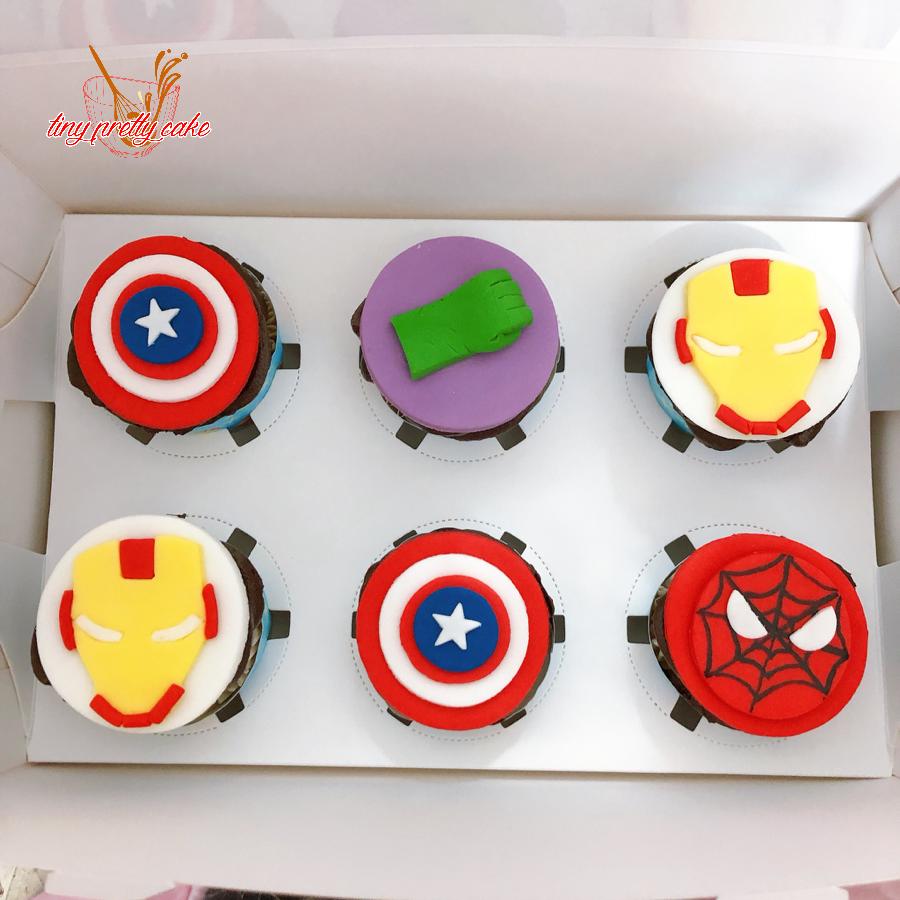 6 bánh cupcake tạo hình siêu nhân