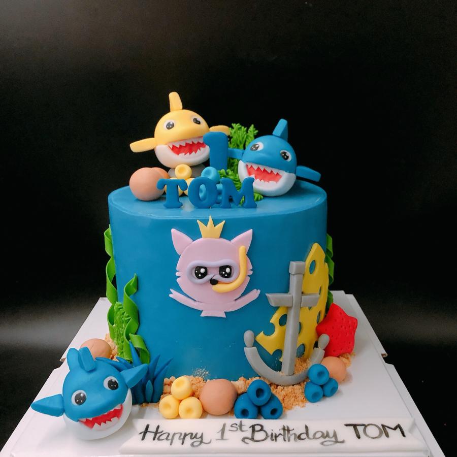 Bánh fondant baby shark cho bé trai ngày sinh nhật