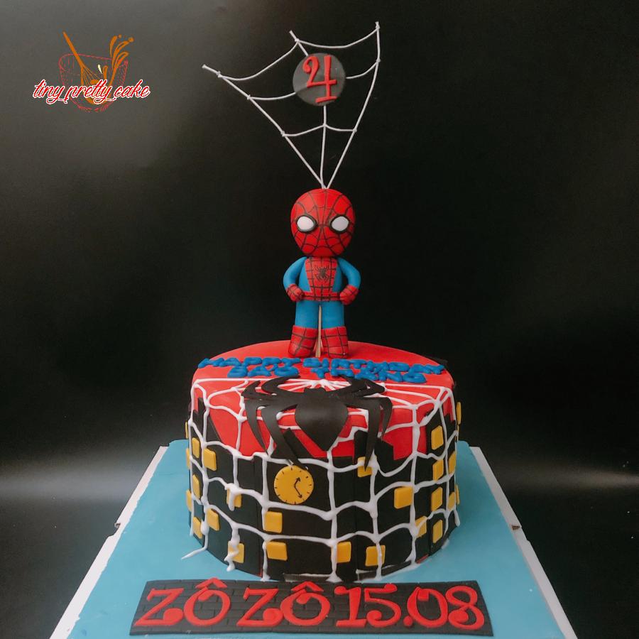 Bánh fondant trang trí người nhện cho bé trai