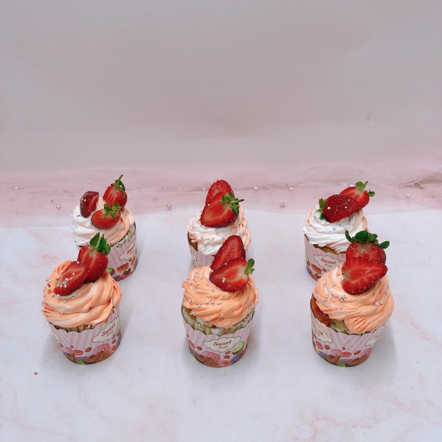 6 cupcake trang trí dâu tươi size lớn