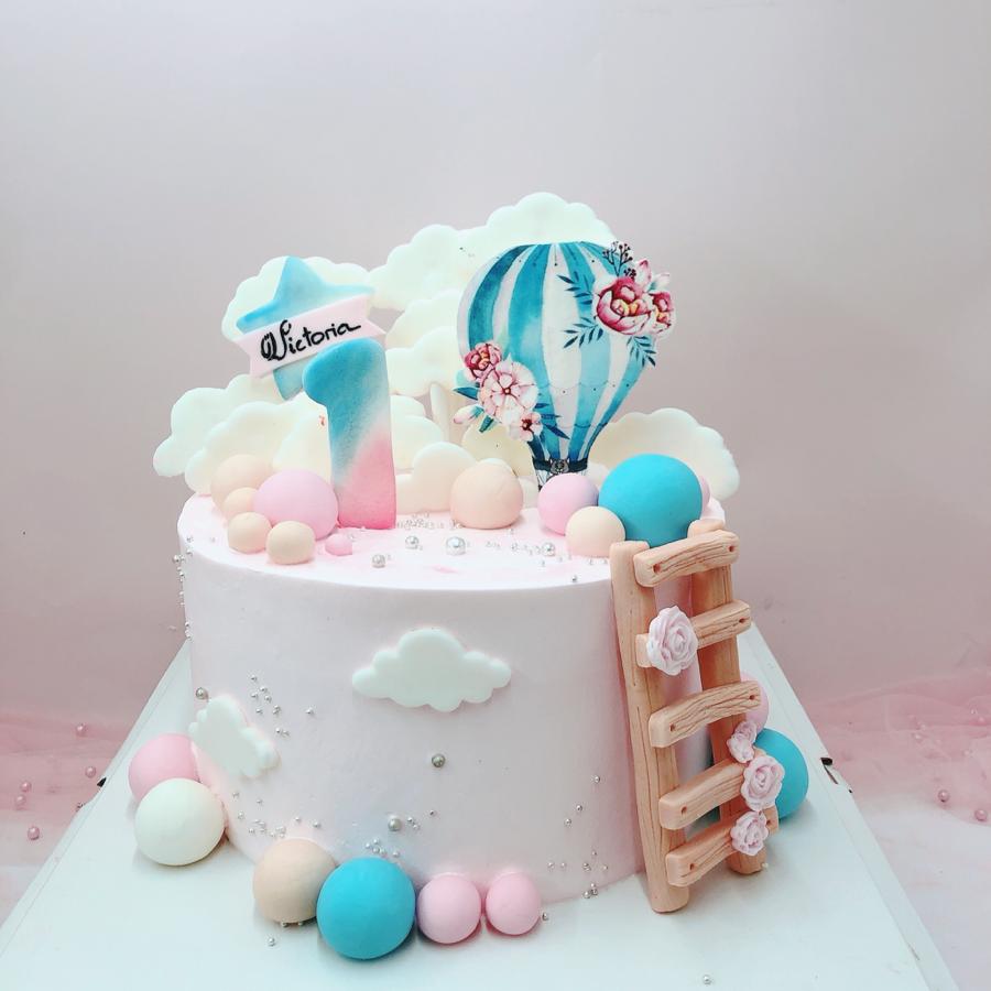 Bánh kem sữa bé gái hồng khinh khí cầu