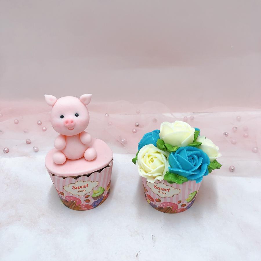 Cupcake tạo hình heo và hoa kem bơ