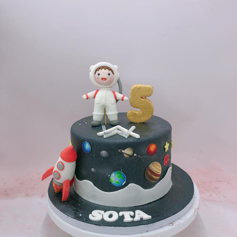 Bánh fondant phi hành gia, vũ trụ, galaxy cho bé trai