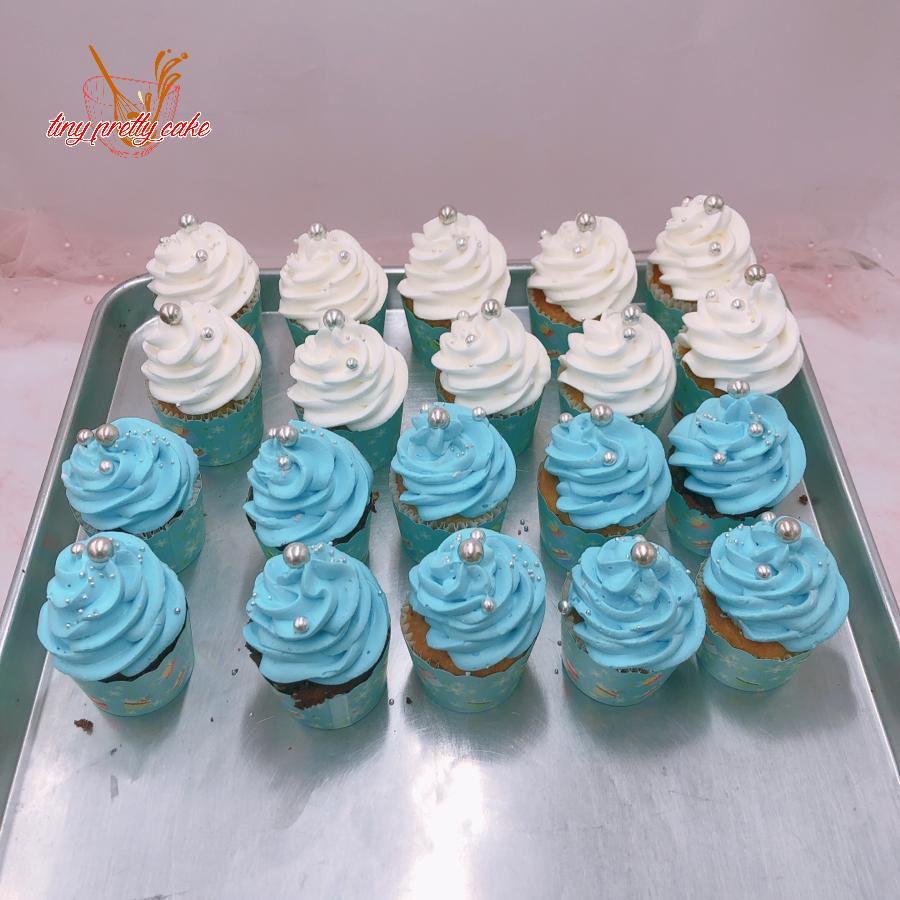 10 cupcake xoắn kem xanh dương, 10 cup xoắn kem trắng rắc bi bạc