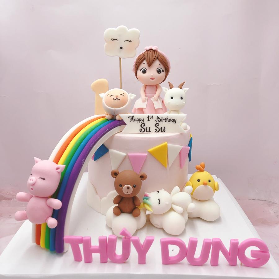 Bánh fondant chủ đề bé gái và thú cho tiệc sinh nhật