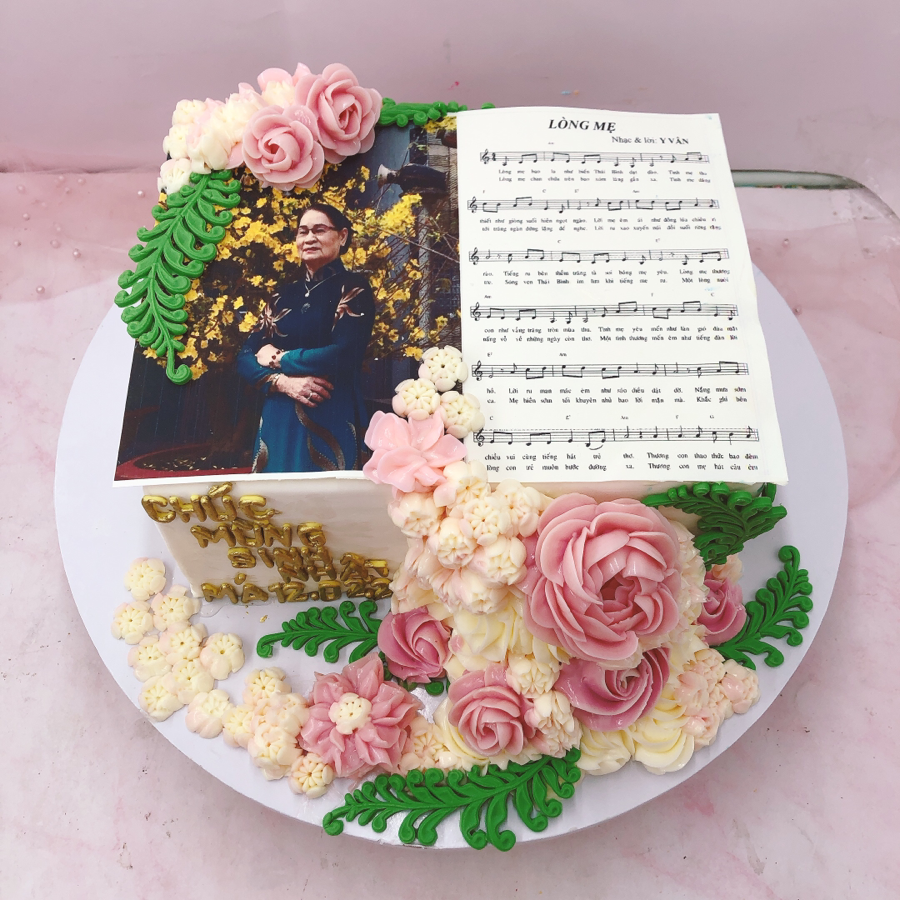 Bánh fondant hoa và hình in cho mẹ