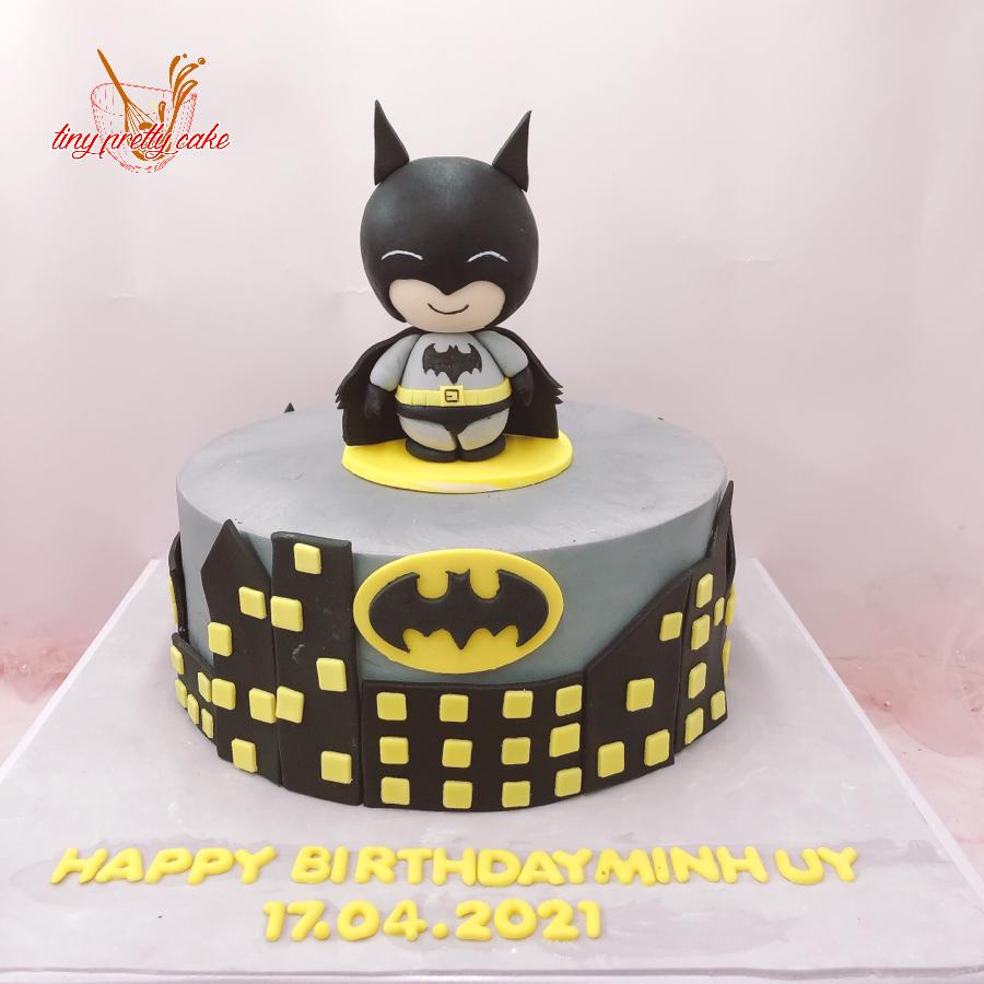 Bánh kem bơ chủ đề siêu nhân người dơi Batman cho bé
