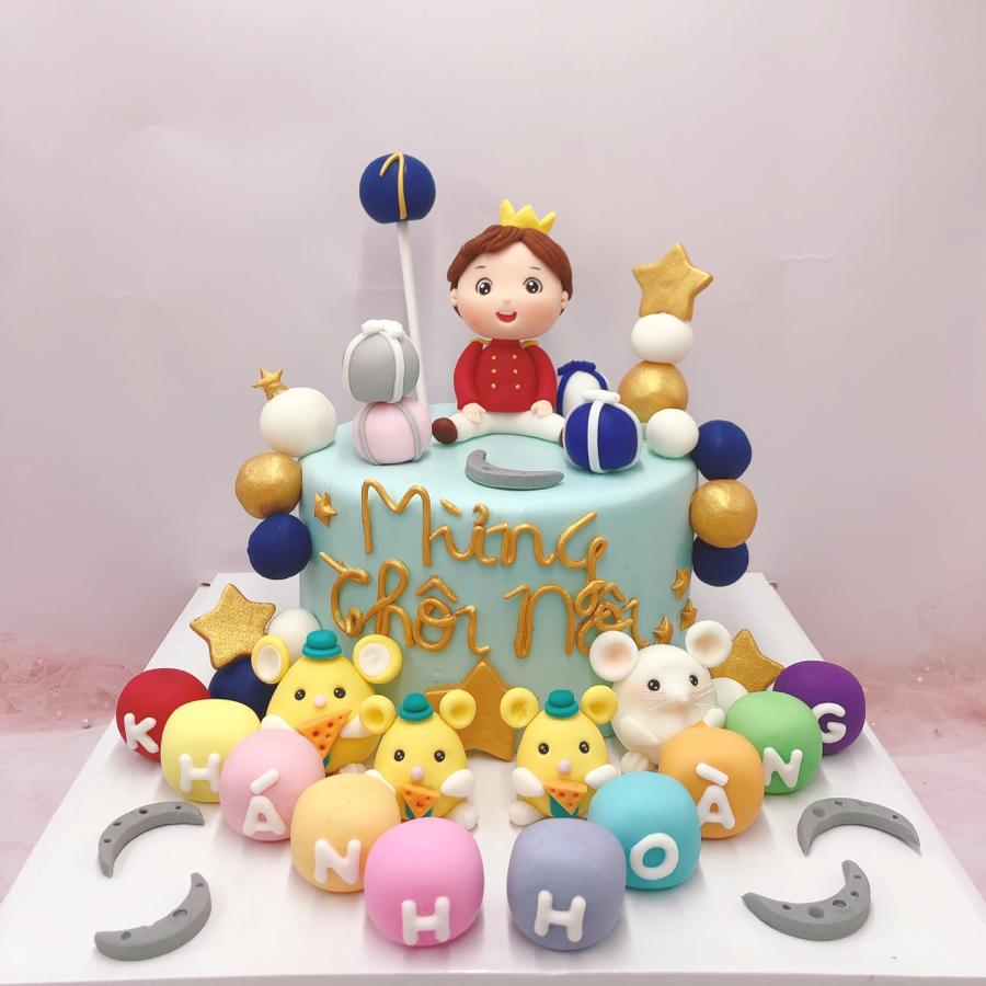 Bánh sinh nhật fondant chủ đề heo và hoàng tử cho bé trai