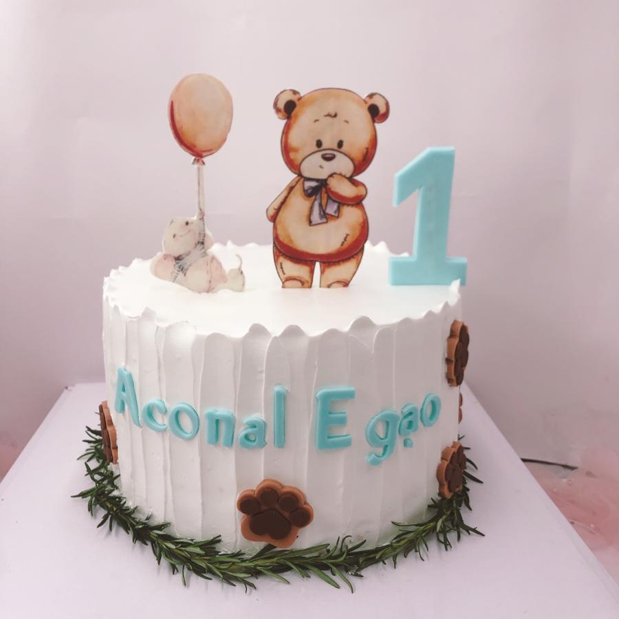 Bánh kem sữa đơn giản in hình gấu cho tiệc sinh nhật